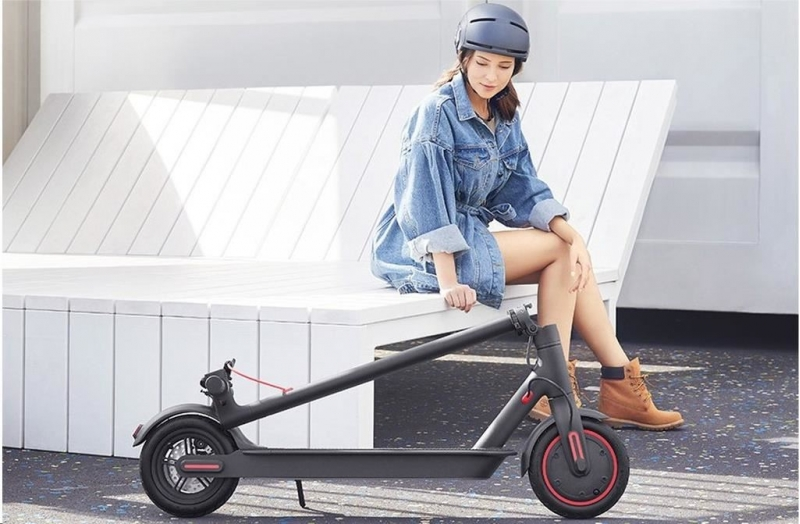 Xiaomi Mi Electric Scooter Pro Black - obrázek č. 1